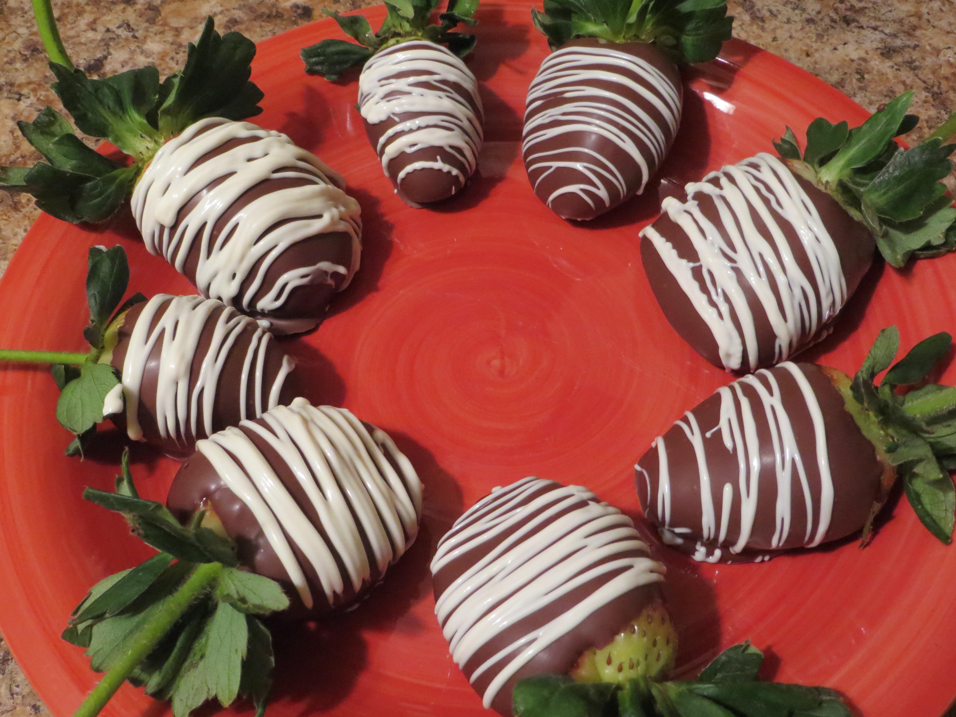 Foodie Friday: Easy Chocolate Covered Strawberries - Jamie Novak